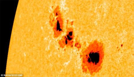 Foto da Nasa da mancha solar 1302que vem em direção a Terra