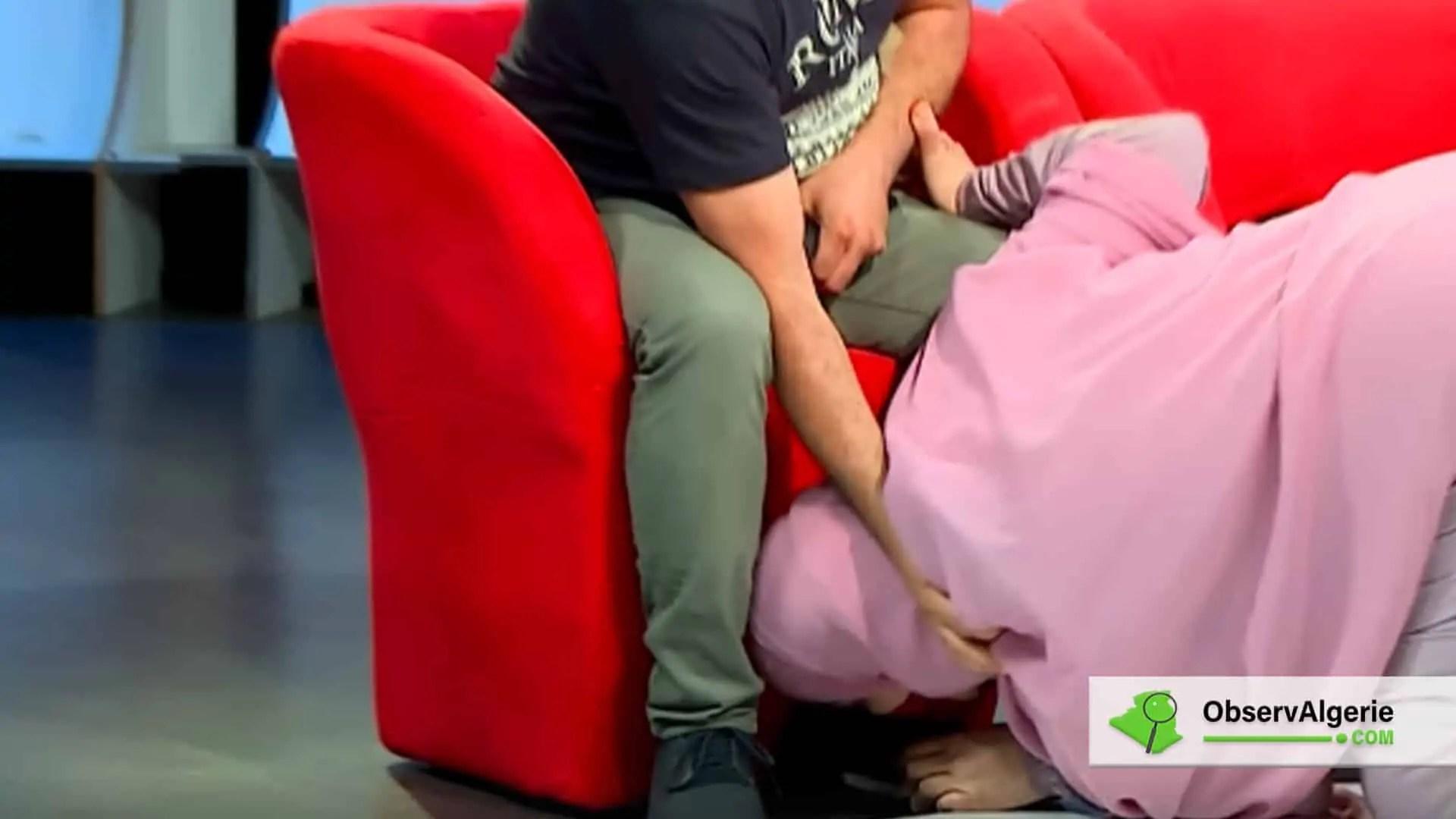 Algérie : Une émission télévisée où une femme embrasse les pieds de son mari enflamme la toile