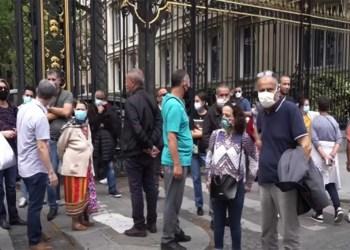 Les algériens bloqués en France organisent un rassemblement devant l'ambassade