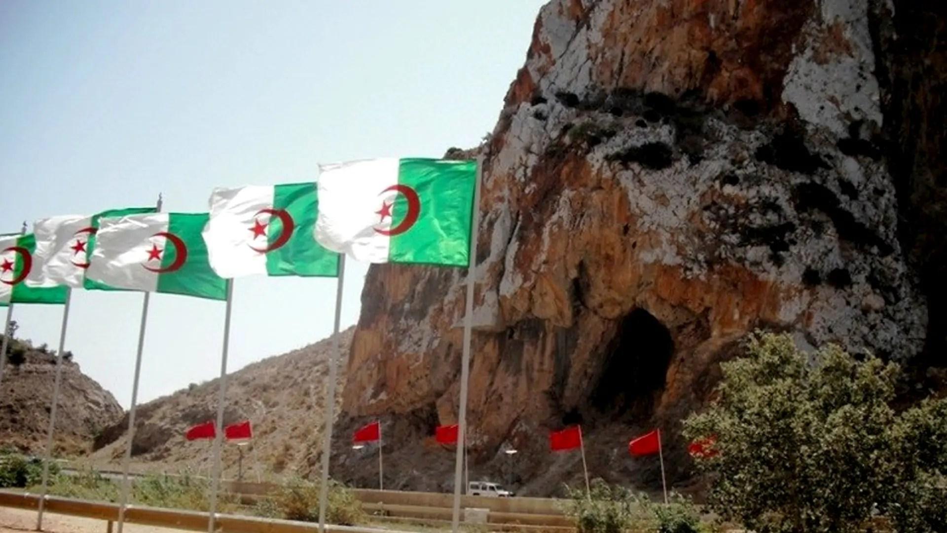 L'Algérie ouvre exceptionnellement sa frontière avec le Maroc