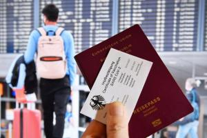 Des questions se posent sur l'introduction des passeports Covid-19 en UE