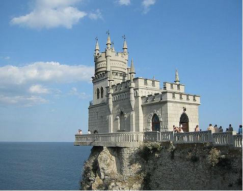 Zamek Jaskółcze Gniazdo w pobliżu Jałty na Krymie (CC BY Argenberg)