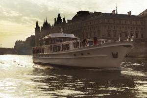 Yachts de Paris and Champagne Bollinger Lamodecnous