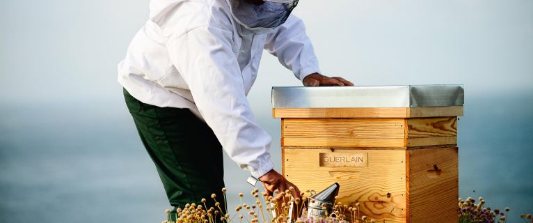 GUERLAIN Maison engagée – Bee Respect !