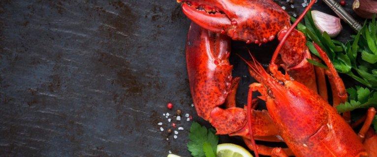 Nage de Homard et Langoustine en curry vert – Maho Nabé