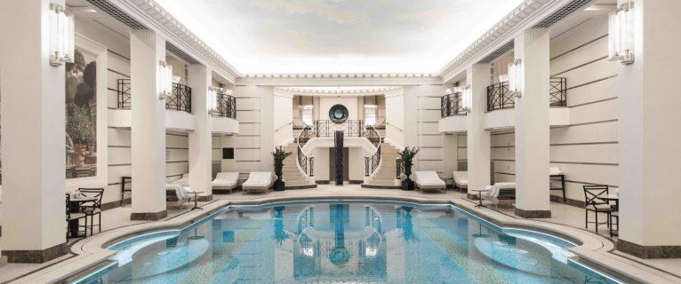 Le Ritz Paris lance un cours de barre aquatique