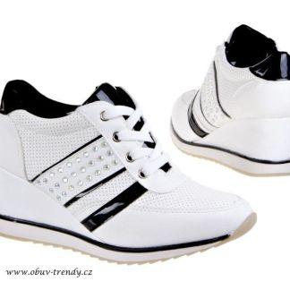 trendy bílé tenisky na klínku