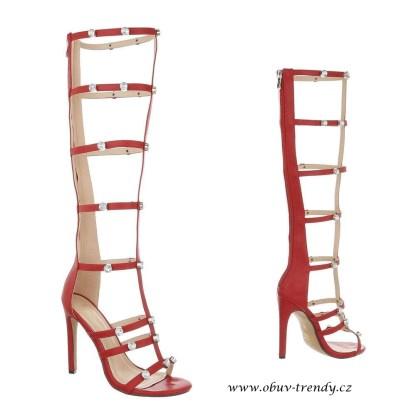 červené sandály gladiátorky