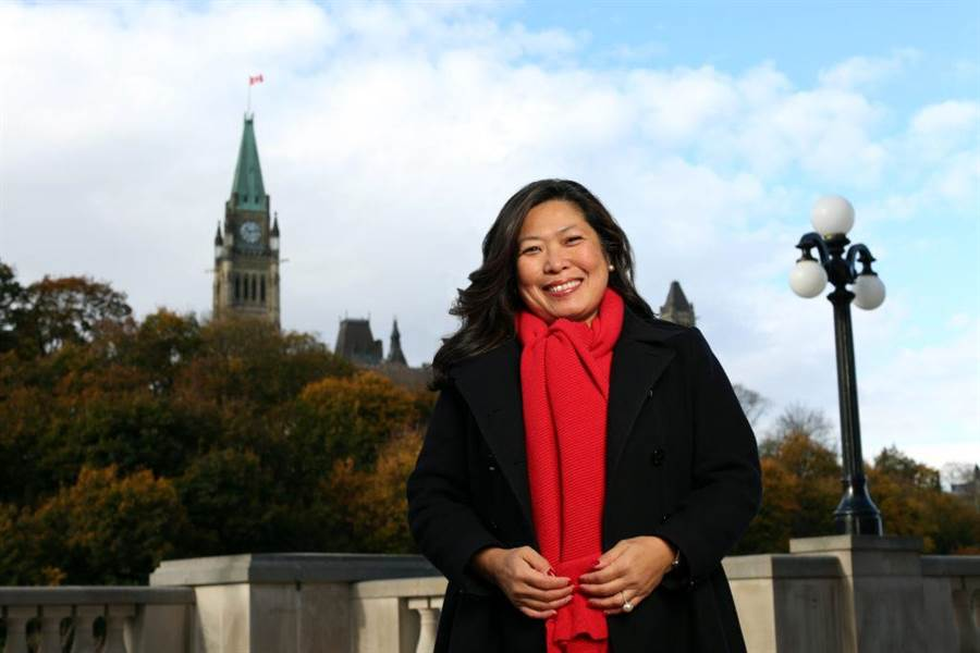 加拿大华裔下议院议员伍凤仪,接任内阁联邦小型企业及促进出口事务部长职务。(图/伍凤仪官网)