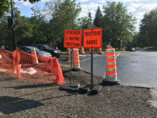 建筑工人开始休假 道路安静与危险并存