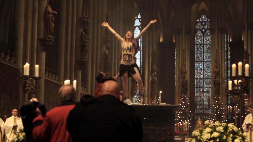Femen Ruin Christmas