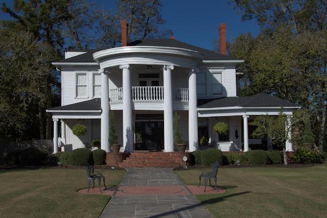 historic-hawkinsville-ga-the-columns-bridges-brinson-house-photograph-copyright-brian-brown-vanishing-south-georgia-usa-2017