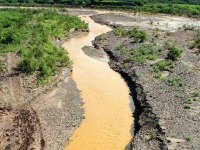 sonora rio contaminado y abandonado por las autoridades