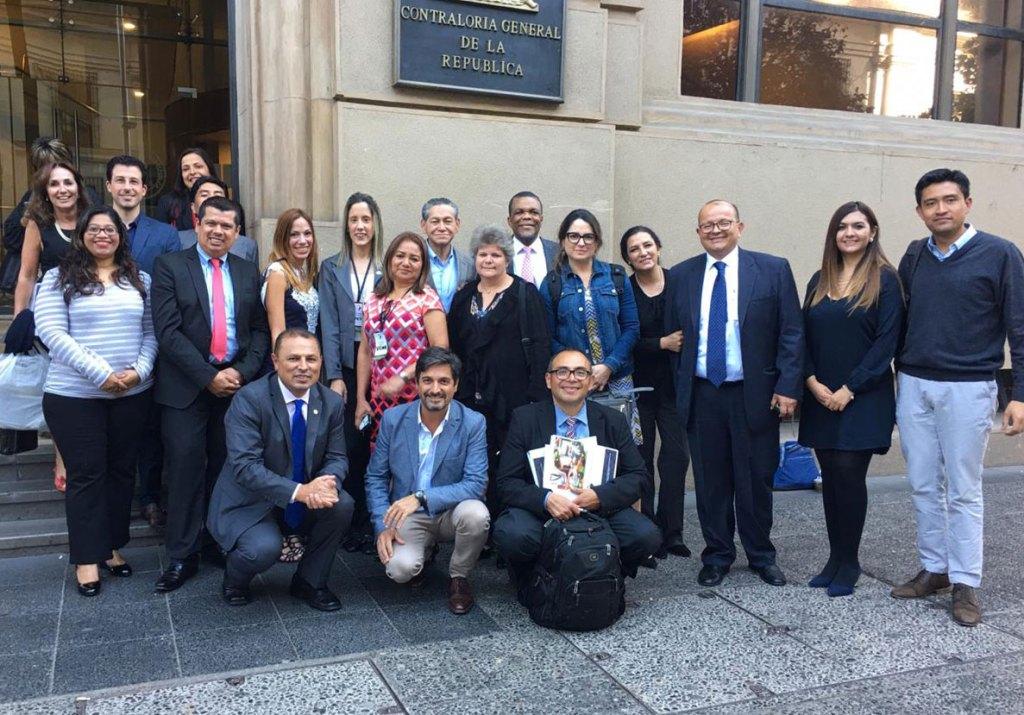 Grupo frente a la Camara de Cuentas Chile