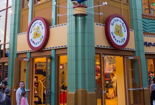 3 Por S Closing In Downtown Disney At The Disneyland