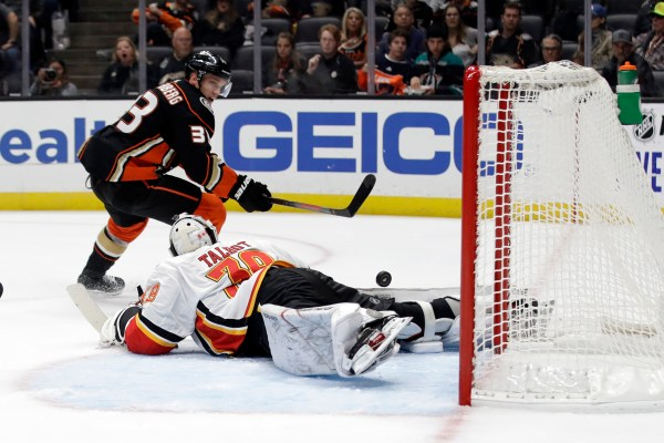 Ducks fail to capitalize on third-period chances, fall to Calgary Flames