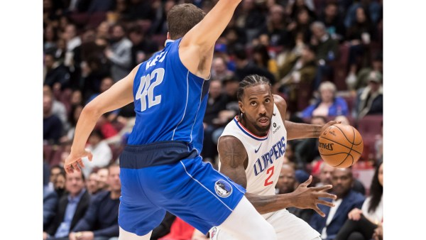 Kawhi Leonard receives warm reception in Vancouver, but Clippers drop preseason finale to Dallas