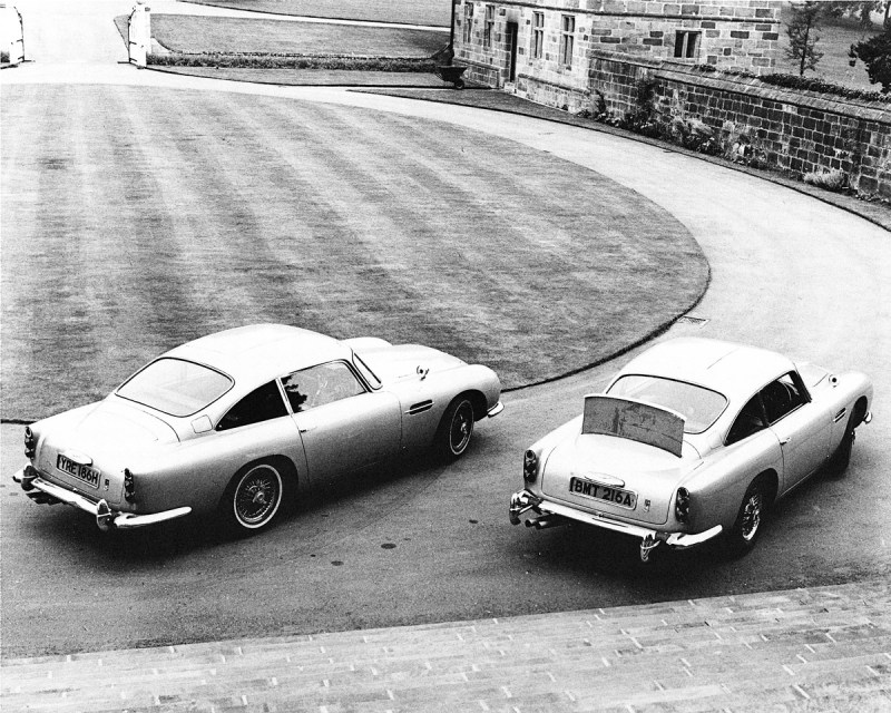 Zwei Aston Martin