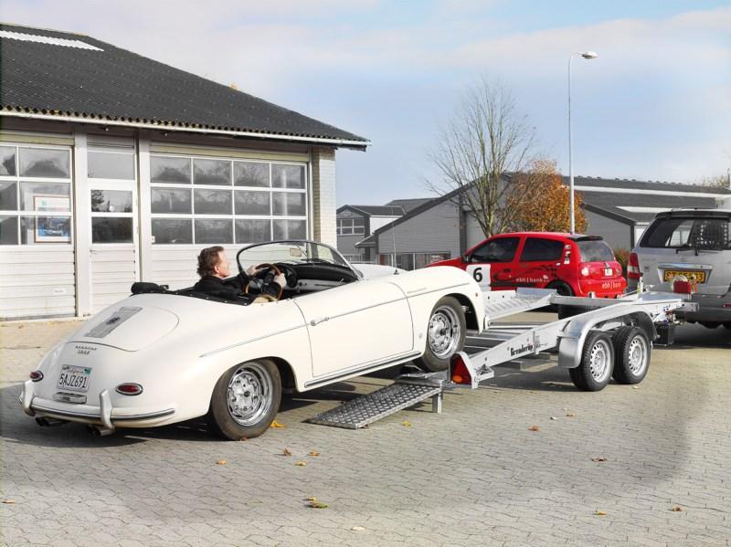 Trailer von Brenderup mit Porsche 356 Speedster