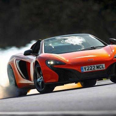 McLaren 650S Spider bei voller Fahrt