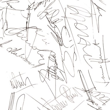 Verschiedene Autogramme auf einem Stück Papier