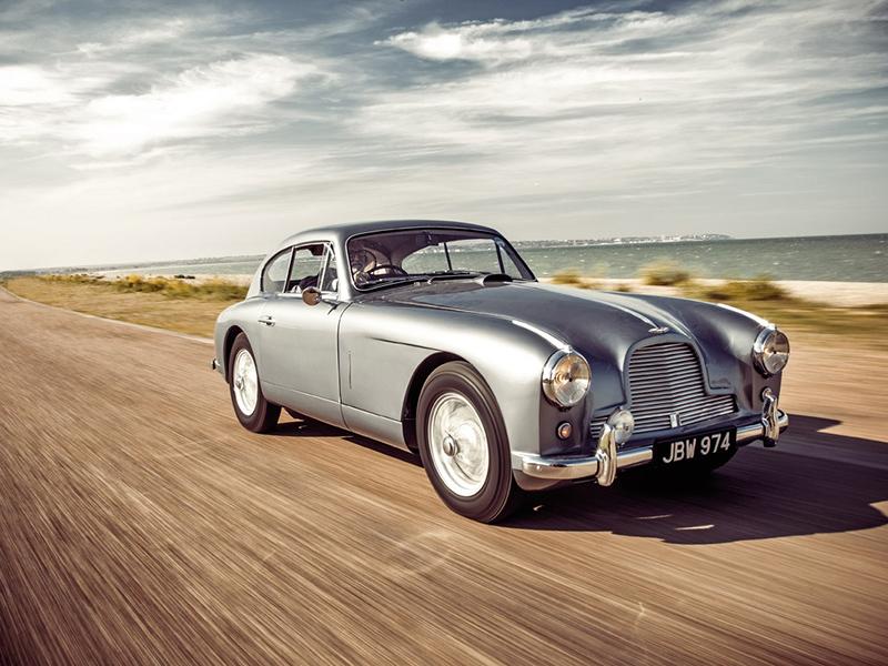 Aston Martin DB2/4 fahrend