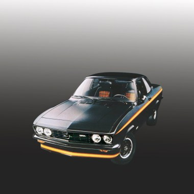 Opel Manta A Black Magic stehend