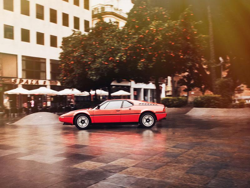 BMW M1 stehend im Profil