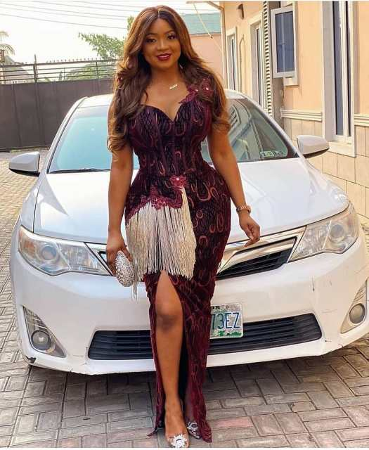 Aso Ebi Styles 2020 aso ebi styles 2020 - Aso Ebi Styles 2020 6 525x640 - 30 Aso Ebi Styles 2020 For Classy African Ladies To Try Out