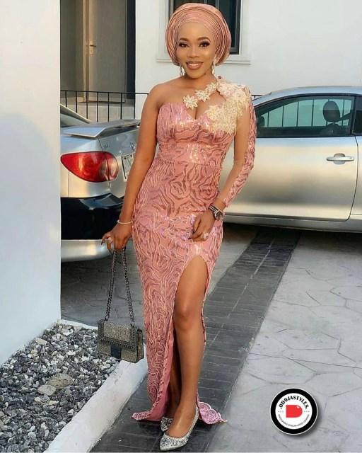 Elegant Lace Aso-Ebi Styles elegant lace aso-ebi styles - Elegant Lace Aso Ebi Styles 6 512x640 - 35 Elegant Lace Aso-Ebi Styles To Inspire Your Next Owambe Outfit