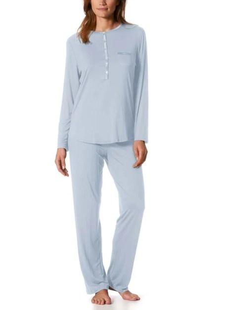 Model wearing MEY Nachtschlafanzug Jeanie Damen Langarm