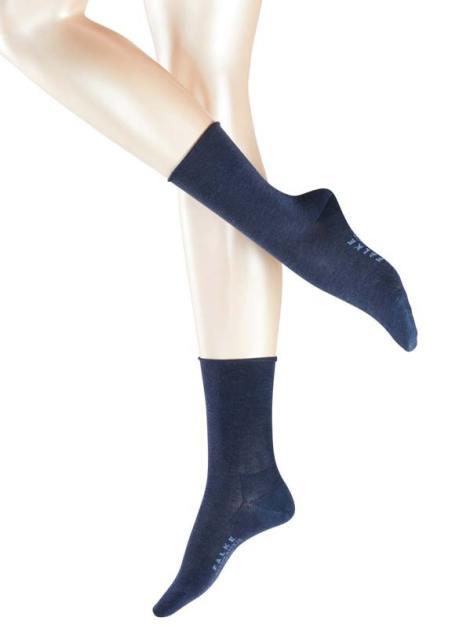 Model wearing FALKE Active Breeze Damensocken