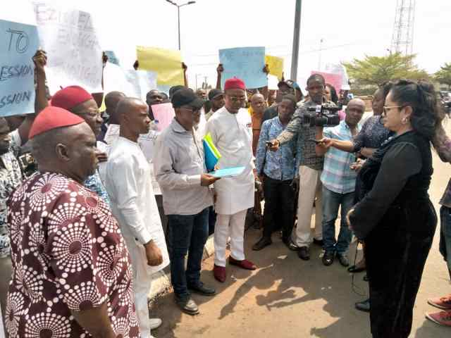 Eziowelle protesters being addressed by Obiano's representatives