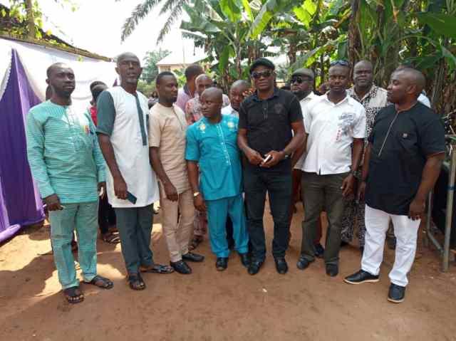 Dr. Odogwu Emeka Odogwu (L) with his 1995 classmates at the reunion party