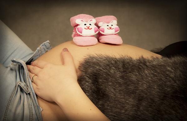 Bříško těhotné ženy
