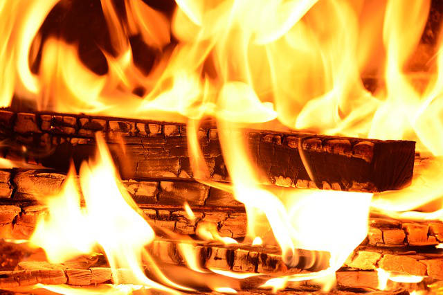 Jak zapálit oheň v mokru a dešti?