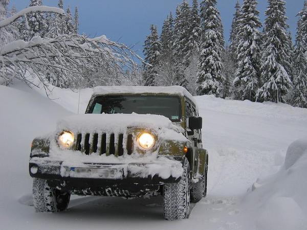 Jeep na sněhu