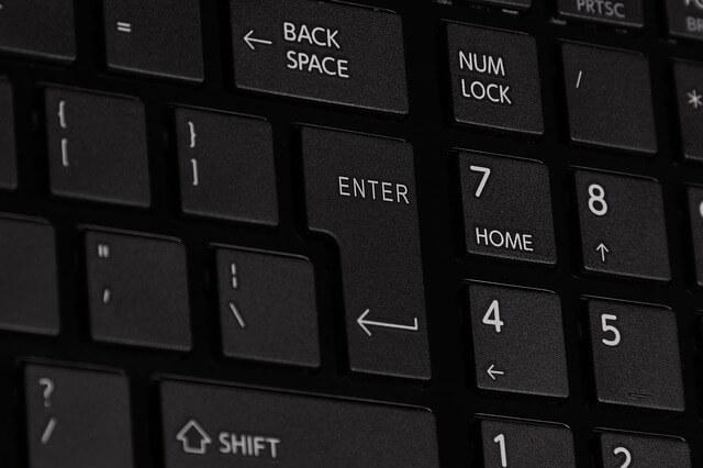 Jak zapnout NUM LOCK při startu PC ve Windows 10