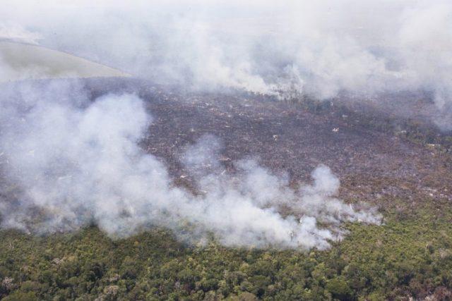 Queimada na Amazônia. Foto: Paulo Pereira/Greenpeace Brasil.