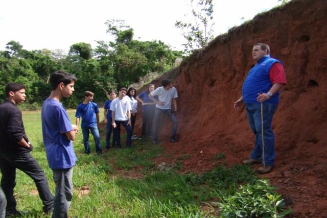 Alunos em pesquisa científica e educação ambiental. Foto: Secretaria de Agricultura e Abastecimento de Ariranha (SP)