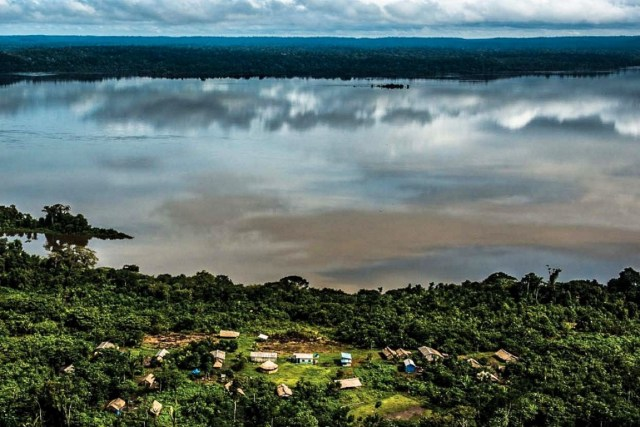 Rio Tapajós, onde o governo tem planos por enquanto suspensos de instalar uma nova mega-hidrelétrica. Foto: Fábio Nascimento/Greenpeace.