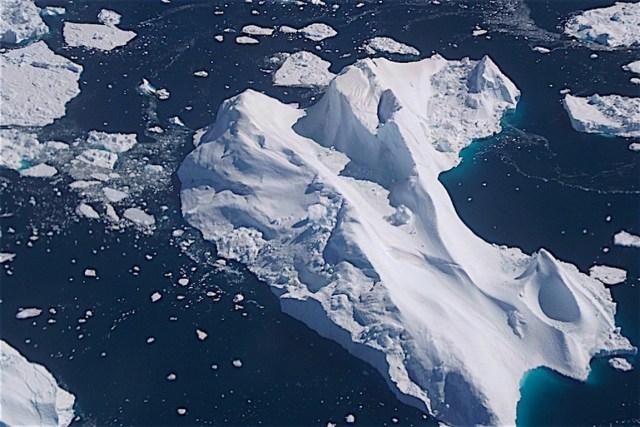 Iceberg formado pela geleira de Jakobshavn, na Groenlândia, uma das que mais perdem gelo no mundo. Foto: Claudio Angelo/OC.
