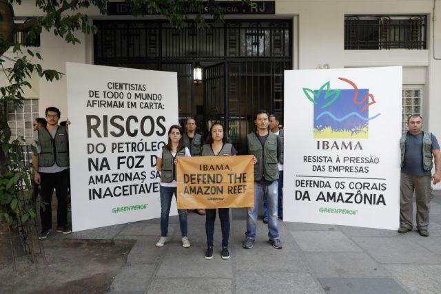 Manifestantes em frente ao prédio do Ibama no Rio de Janeiro. Foto: ©Greenpeace