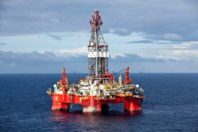 Exploração de petróleo na Bacia de Santos. Fonte: Rodrigo Paiva, Greenpeace.