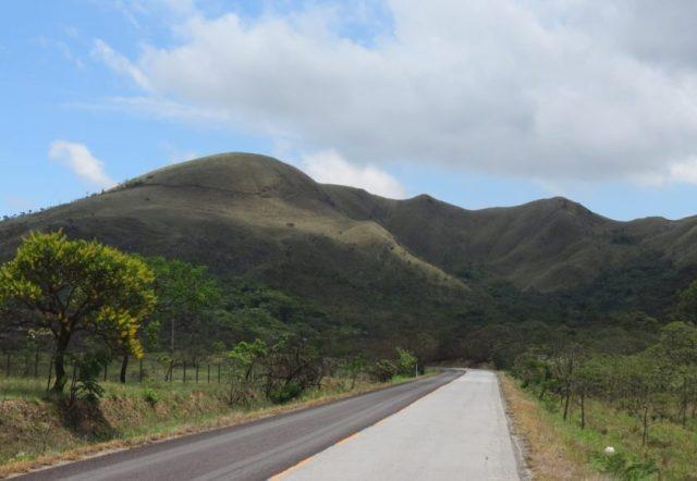 Paisagem de entorno à rodovia Lavras-Luminárias, MG. Crédito – Helio Secco