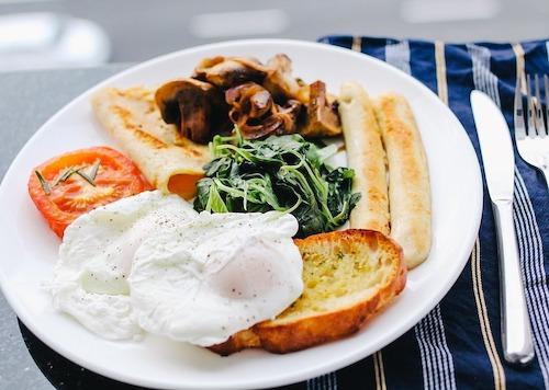 Breakfast burns twice as much energy as dinner