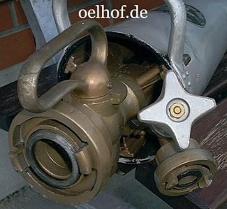 Bild 6: Schlauchanschluß und Zumischventil, Sammlung der FF-Bleckede.