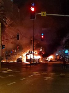 Autobus in fiamme a Holon