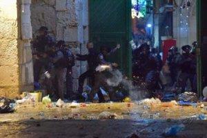 lancio di pietre contro la Polizia