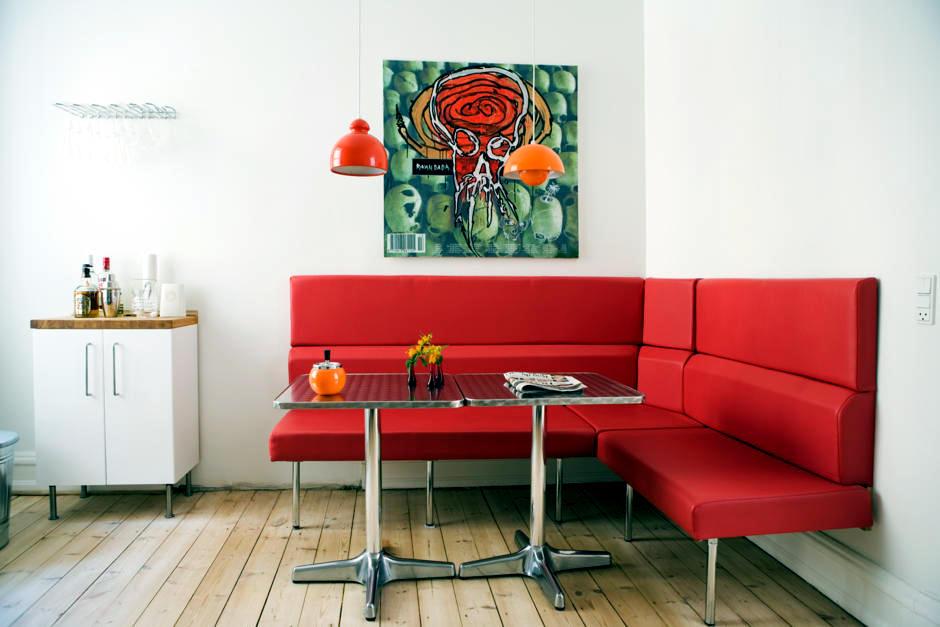 Red Corner Bench In Retro Style Interior Design Ideas